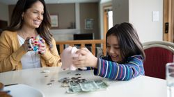 Eltern: Es ist wichtig, mit Kindern über Geld zu sprechen – so schafft ihr