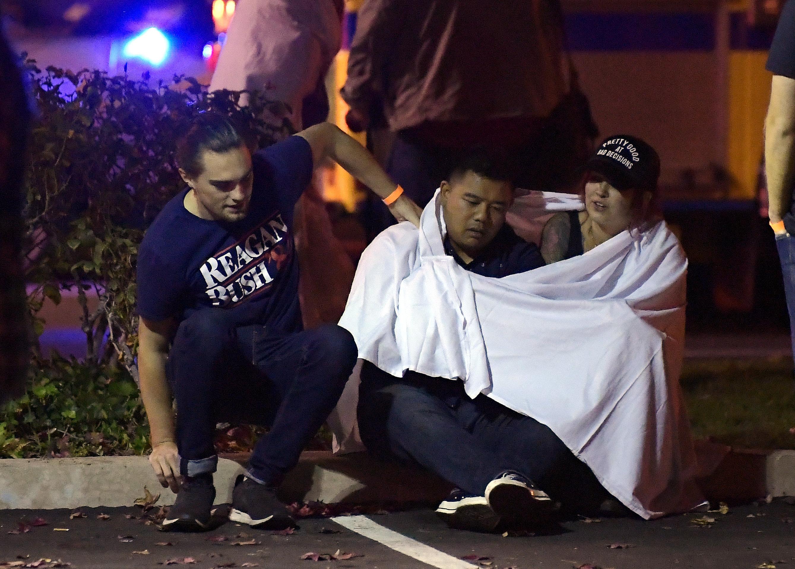 Ένοπλος σκότωσε περισσότερα από 10 άτομα σε μπαρ στην Καλιφόρνια (pics-vid)