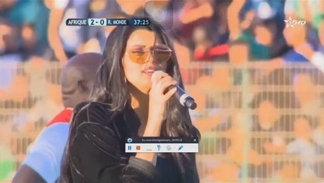 Violemment critiquée pour son interprétation de l'hymne national, la chanteuse Salma Rachid s'excuse...
