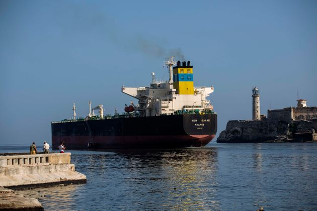 BBC: Σε «δύσκολα νερά» η ελληνική ναυτιλία λόγω των κυρώσεων των ΗΠΑ στο