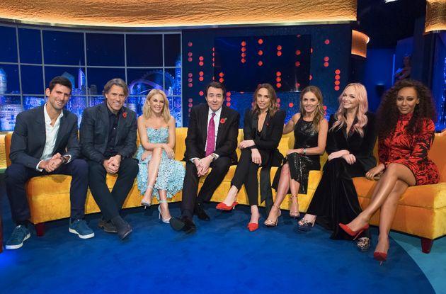 O apresentador Jonathan Ross com as Spice