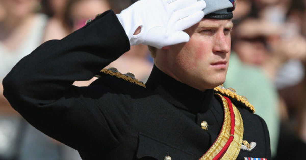 prince harry arlington national cemetery visit british royal s note for fallen american soldiers photos huffpost canada huffpost canada