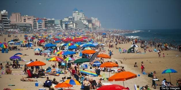 People line the beach in Ocean City, Maryland, on August 29, 2010.        AFP PHOTO/Jim WATSON (Photo credit should read JIM