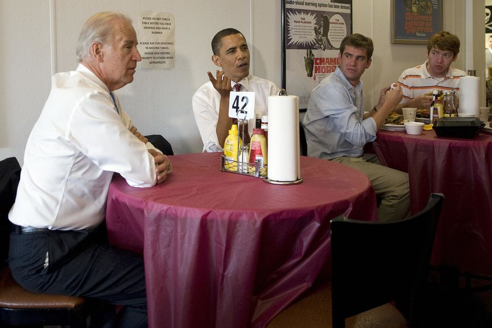 Barack Obama (C) has lunch with Vice President Joe Biden (L) at Ray's Hell Burger in Arlington, Virginia, May 5, 2009.     AF