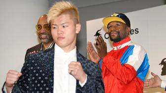 Floyd Mayweather, right, of the U.S. claps as Japanese kickboxer Tenshin Nasukawa strikes a pose during a press conference in Tokyo, Monday, Nov. 5, 2018. Mayweather said he has signed to fight Nasukawa for a bout promoted by Japan's RIZIN Fighting Federation on Dec. 31 in Saitama, north of Tokyo. (Katsuya Miyagawa/Kyodo News via AP)