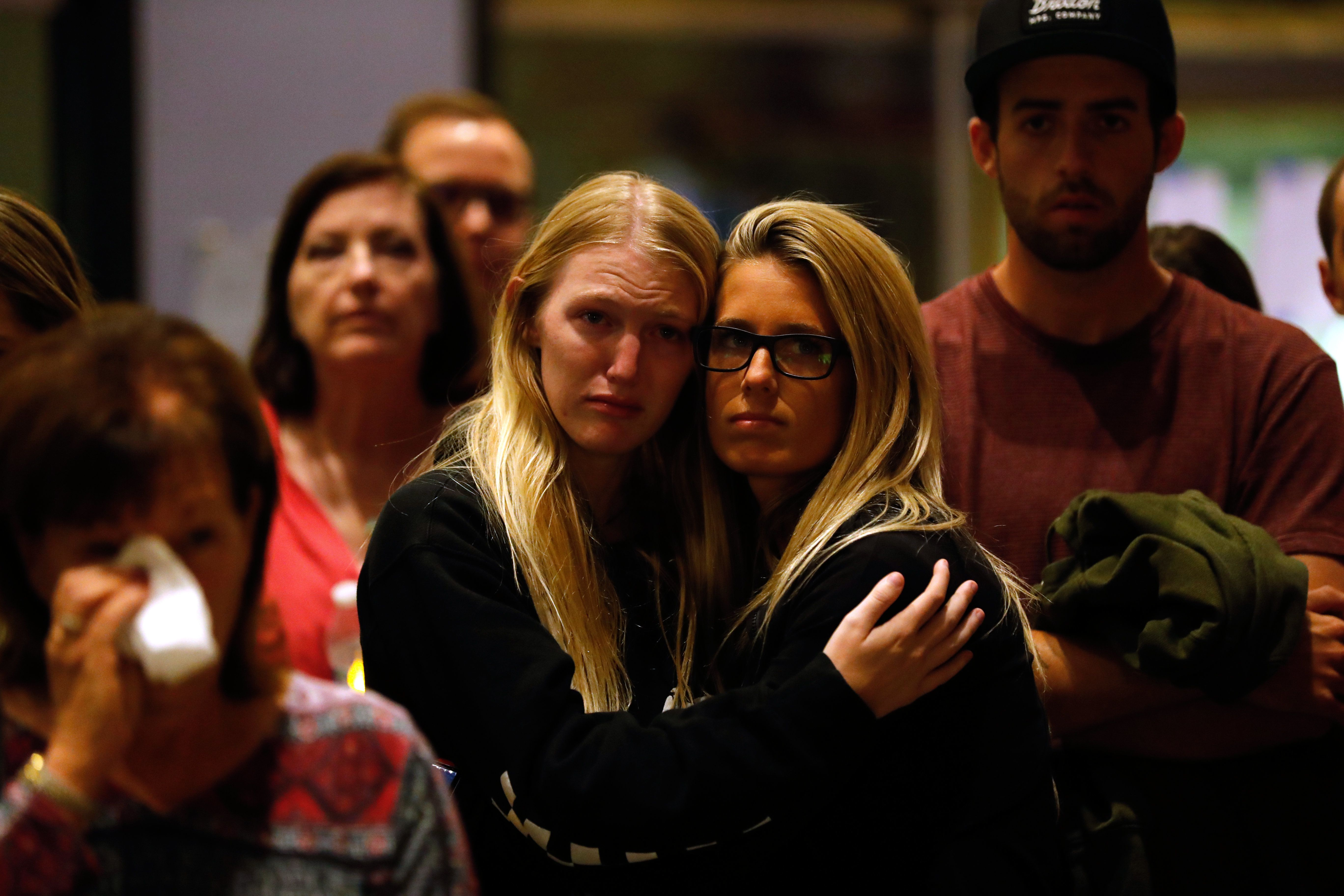'We Are Thousand Oaks Strong': Community Gathers At Vigil To Mourn Shooting Victims thumbnail