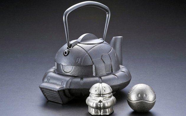 일본의 주물 장인들이 '건담'의 자쿠를 닮은 무쇠 주전자를