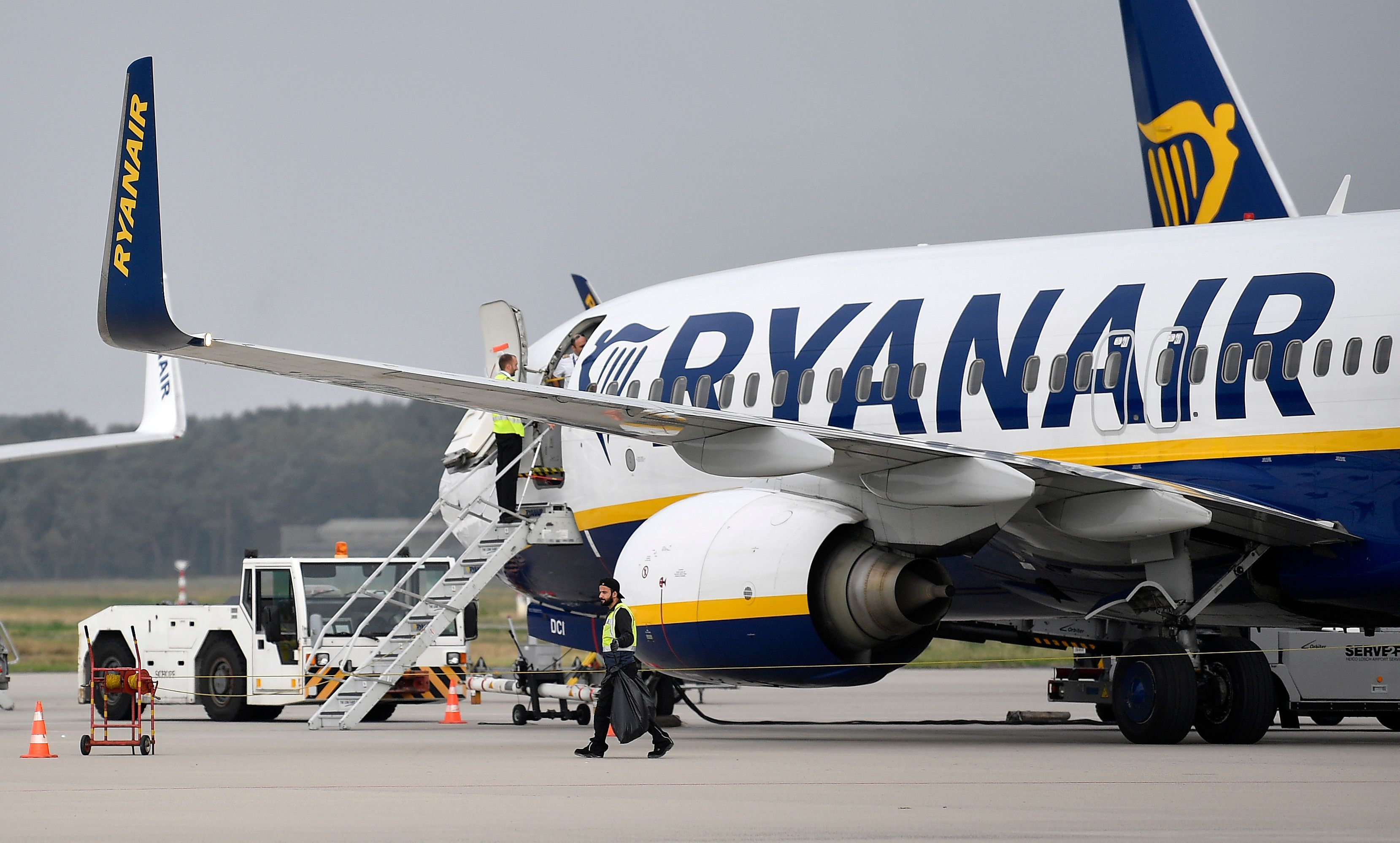 Ryanair plane seized by French authorities in cash row
