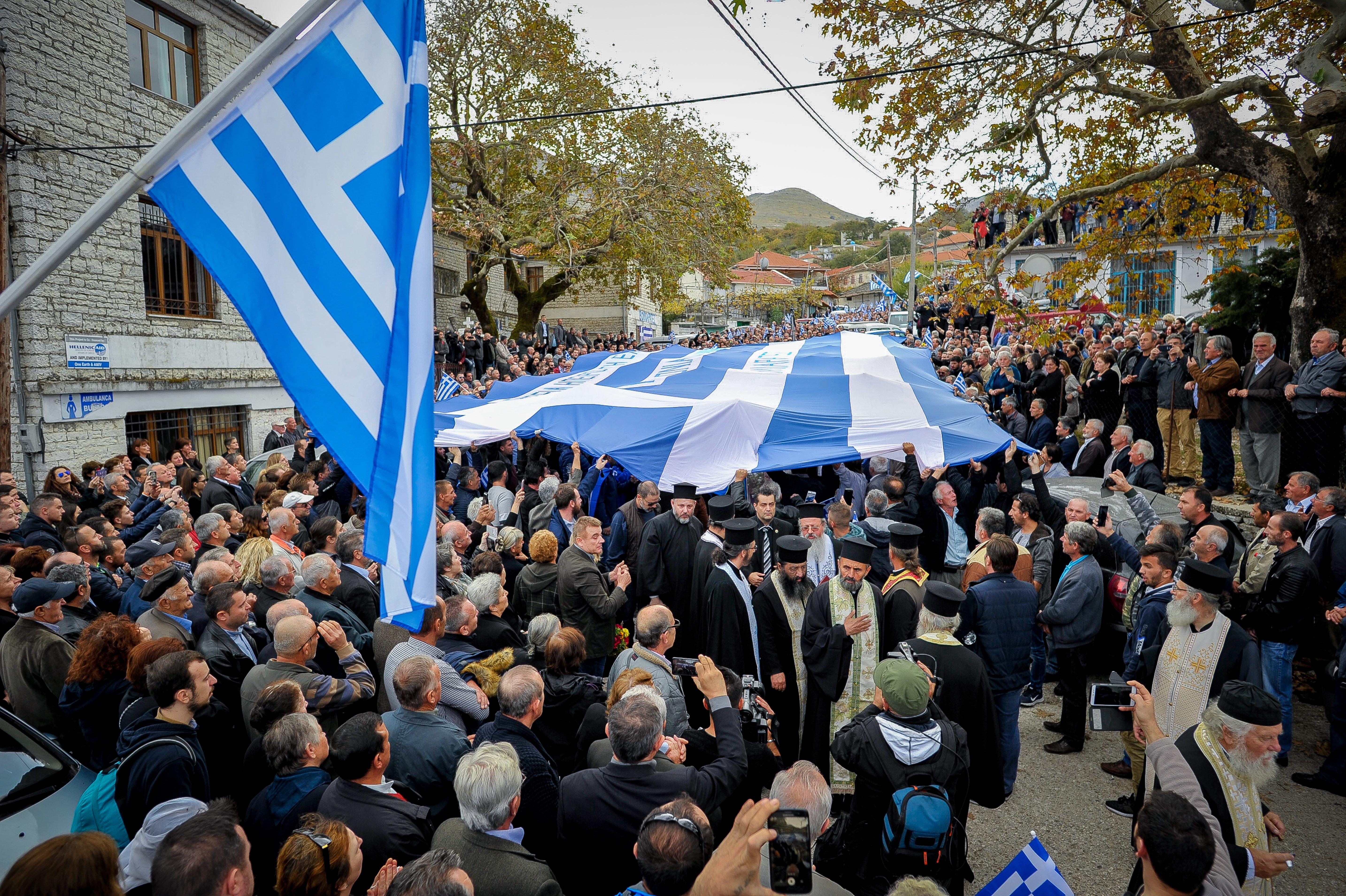 Ανεπιθύμητοι στην Αλβανία 52 Έλληνες που βρέθηκαν στην κηδεία