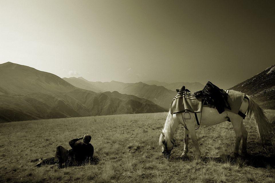 Τζουμέρκα, κορυφή «Μπάρος», κοντά στα 2.000 μέτρα. Πίσω από τα βουνά η Θεσσαλία