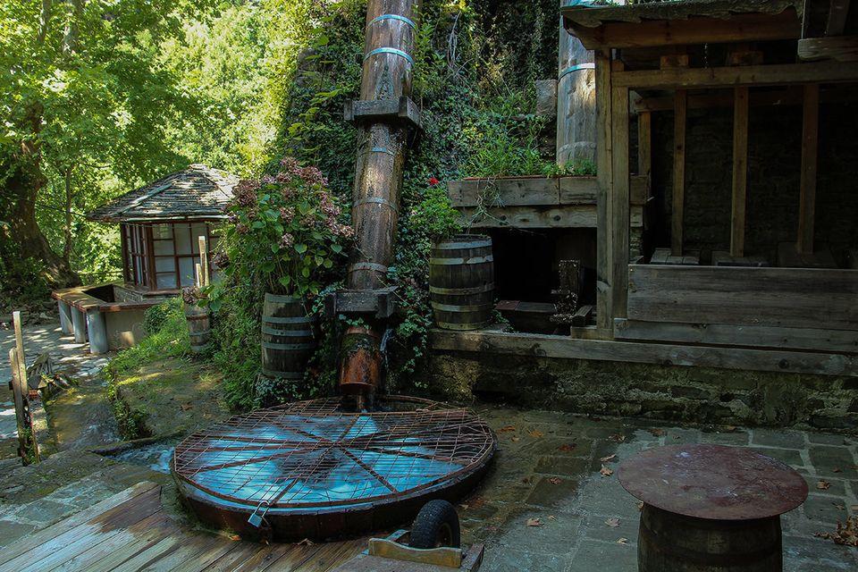 Ο ανακαινισμένος νερόμυλος στα Άγναντα, εξωτερική άποψη