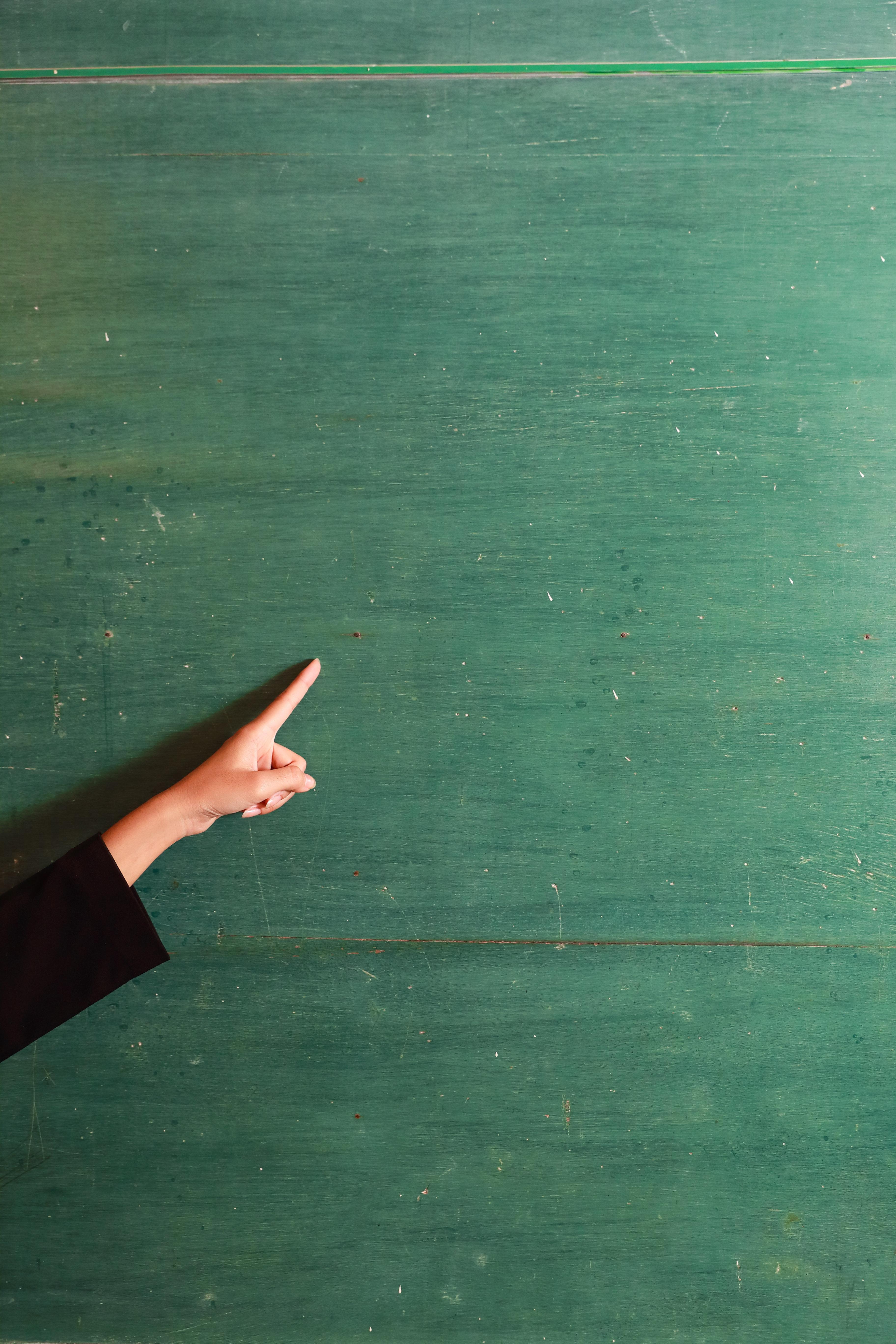 학부모가 초등학교 교실에 난입해 교사를