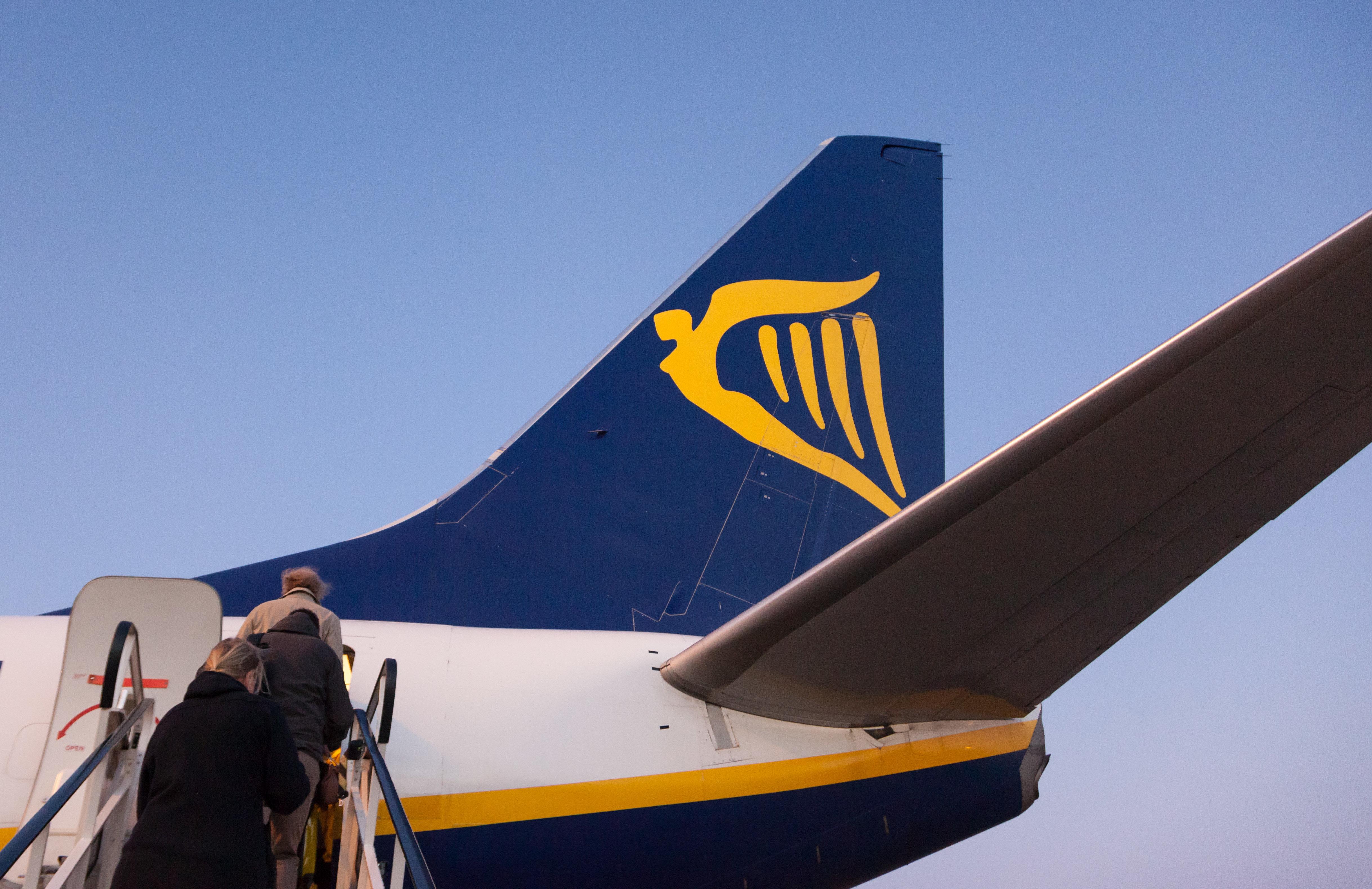 El avión de Ryanair está listo para comenzar cuando las autoridades despejan el avión