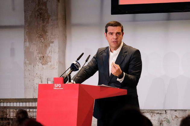Επίθεση Τσίπρα στις σοσιαλδημοκρατικές δυνάμεις στην Ελλάδα από το συνέδριο του