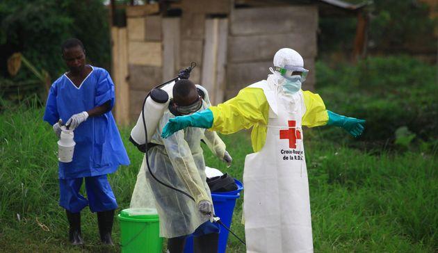 Ξεπέρασαν τους 200 οι νεκροί από τον ιό Έμπολα στο