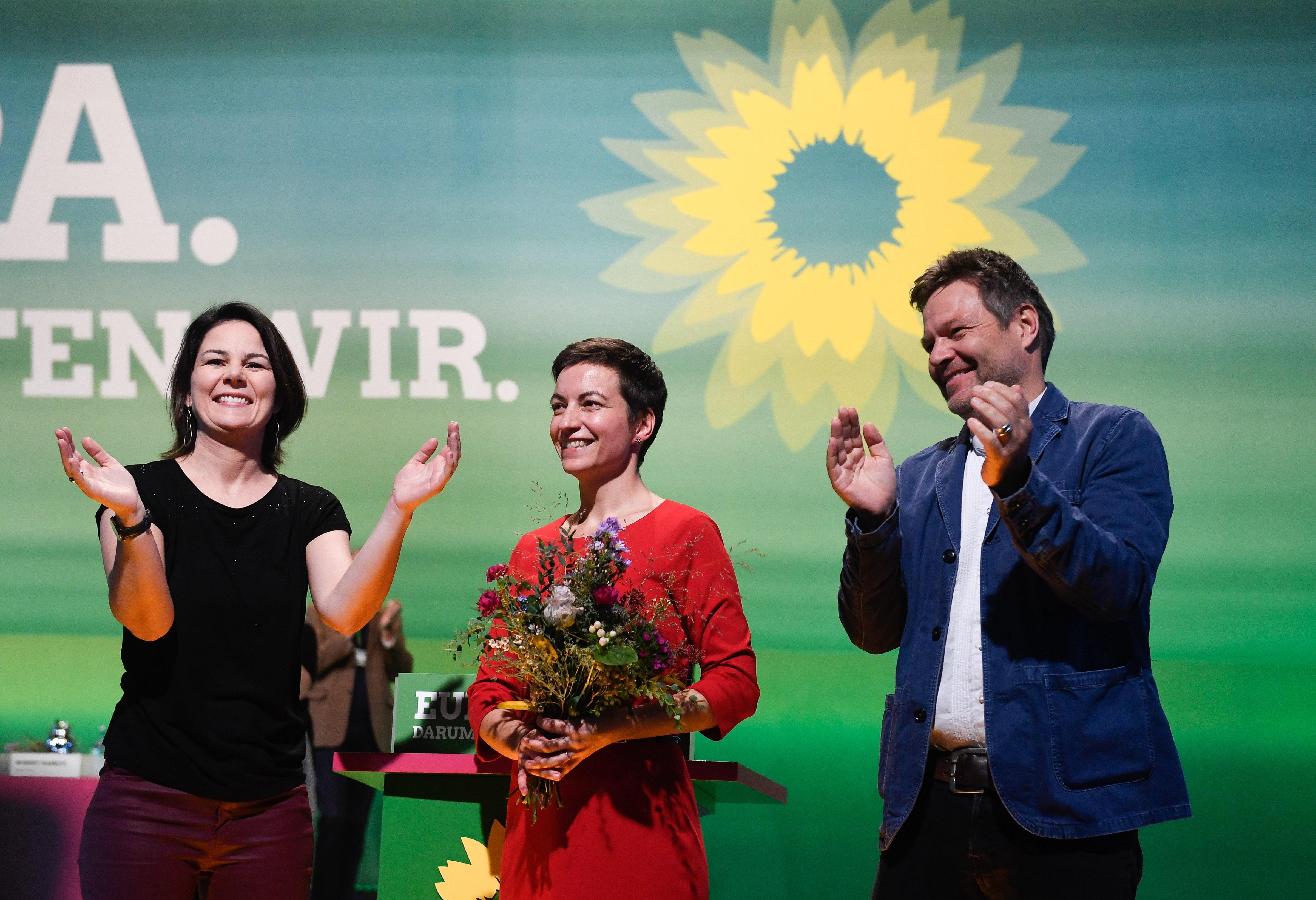 Umfrage: Grüne sind jetzt stärkste Kraft bei den Frauen, bei Männern triumphiert die