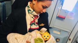 Passagierin kann Baby auf Flug nicht stillen, Stewardess hilft ihr auf bemerkenswerte