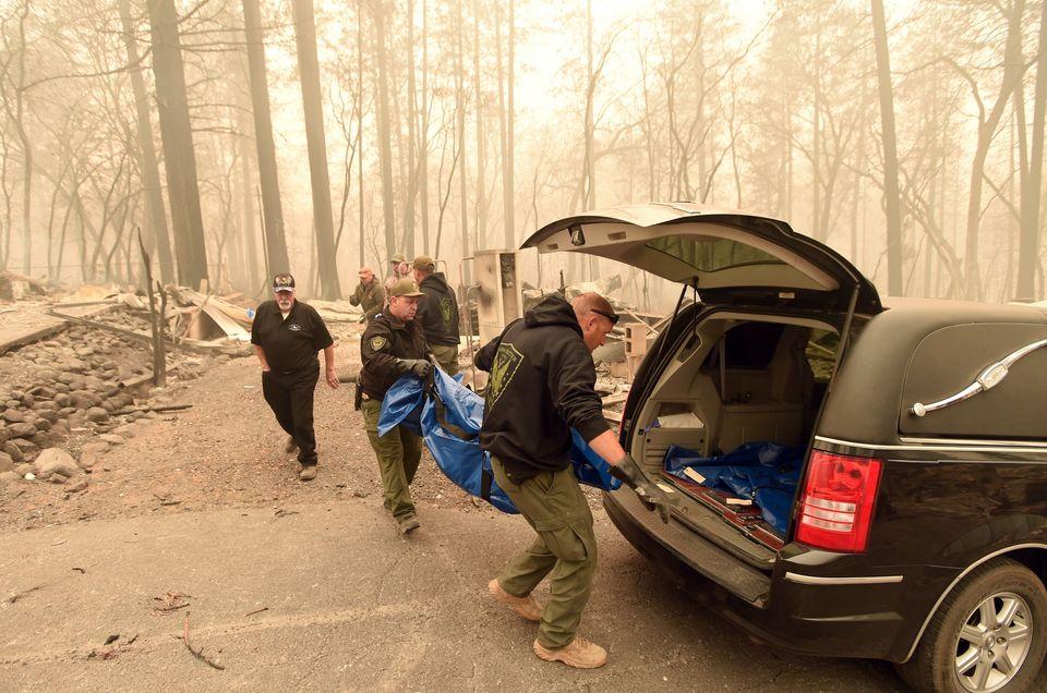 Δεκάδες νεκροί και αγνοούμενοι στην μεγαλύτερη πυρκαγιά που έχει πλήξει την
