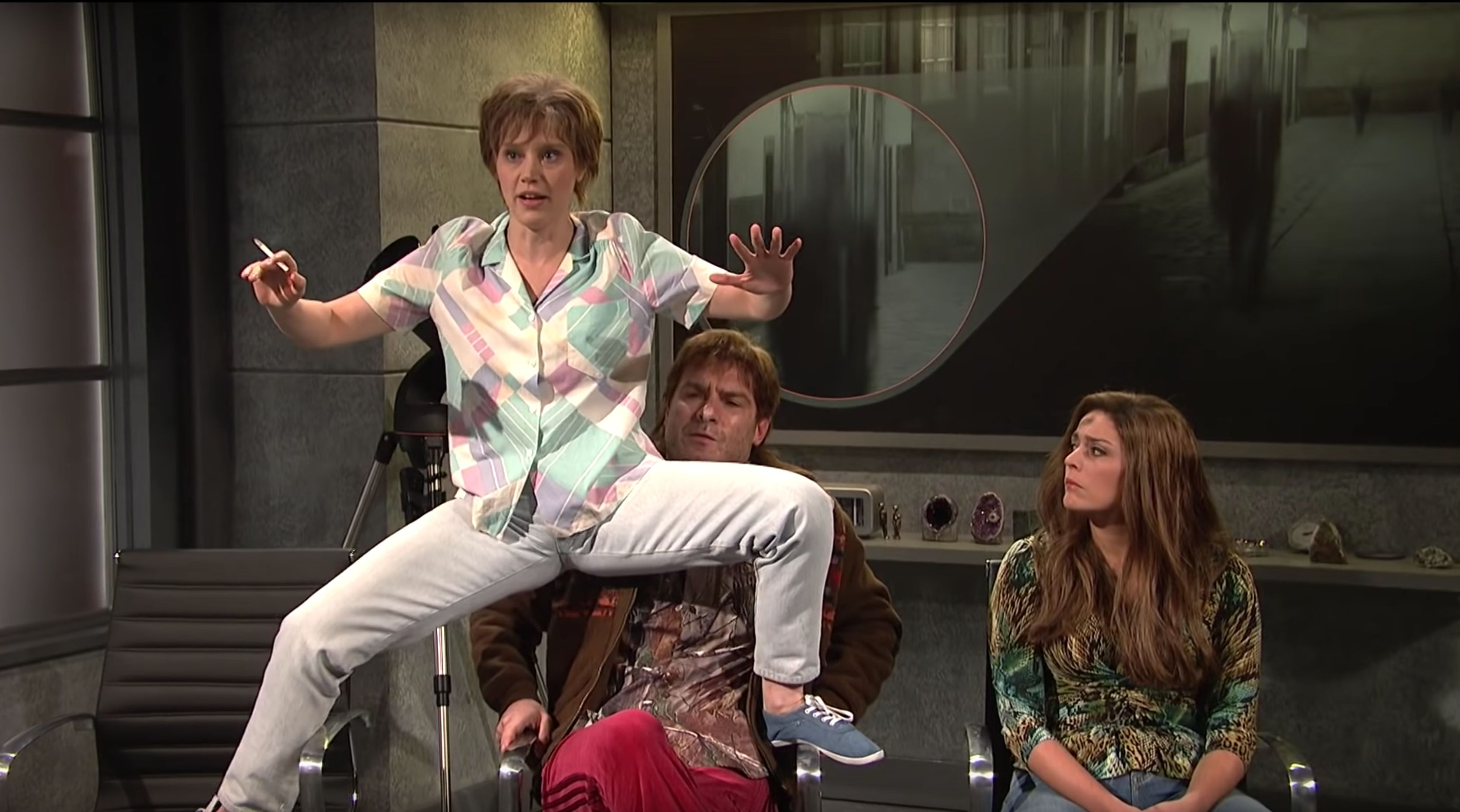 """Kate McKinnon's """"SNL"""" alien abduction character is now being hounded by ghosts."""