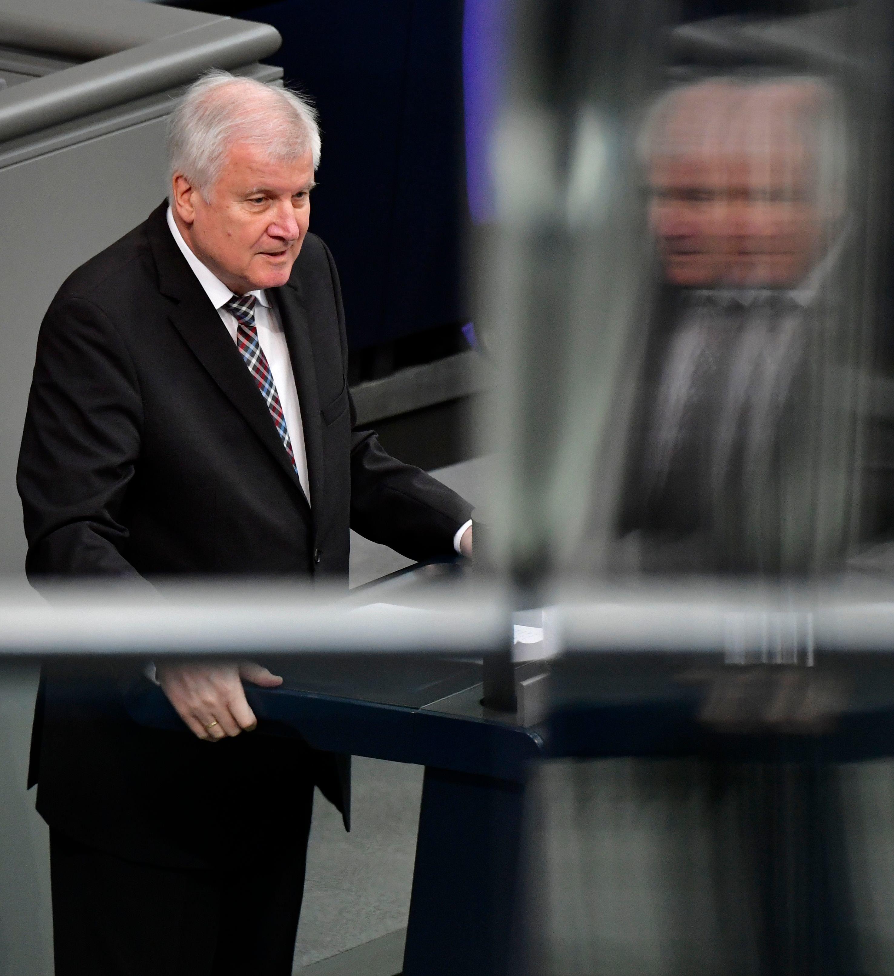 Seehofer bestätigt Rückzug als CSU-Chef – und will Innenminister