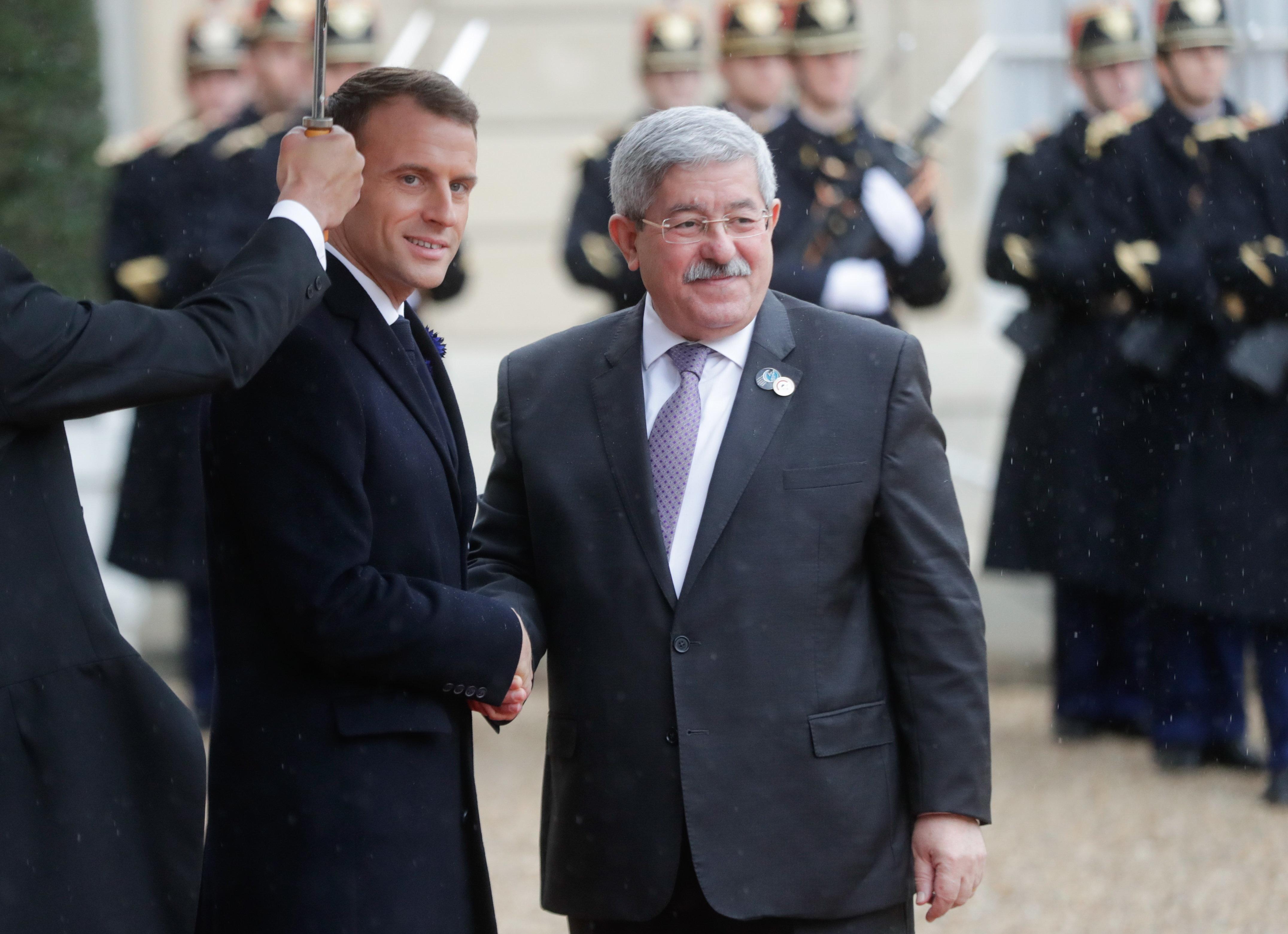"""A Paris, Ouyahia qualifie les martyrs de """"morts"""" et provoque une"""