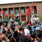 GMT+1: Des milliers d'élèves poursuivent les manifestations dans plusieurs villes du