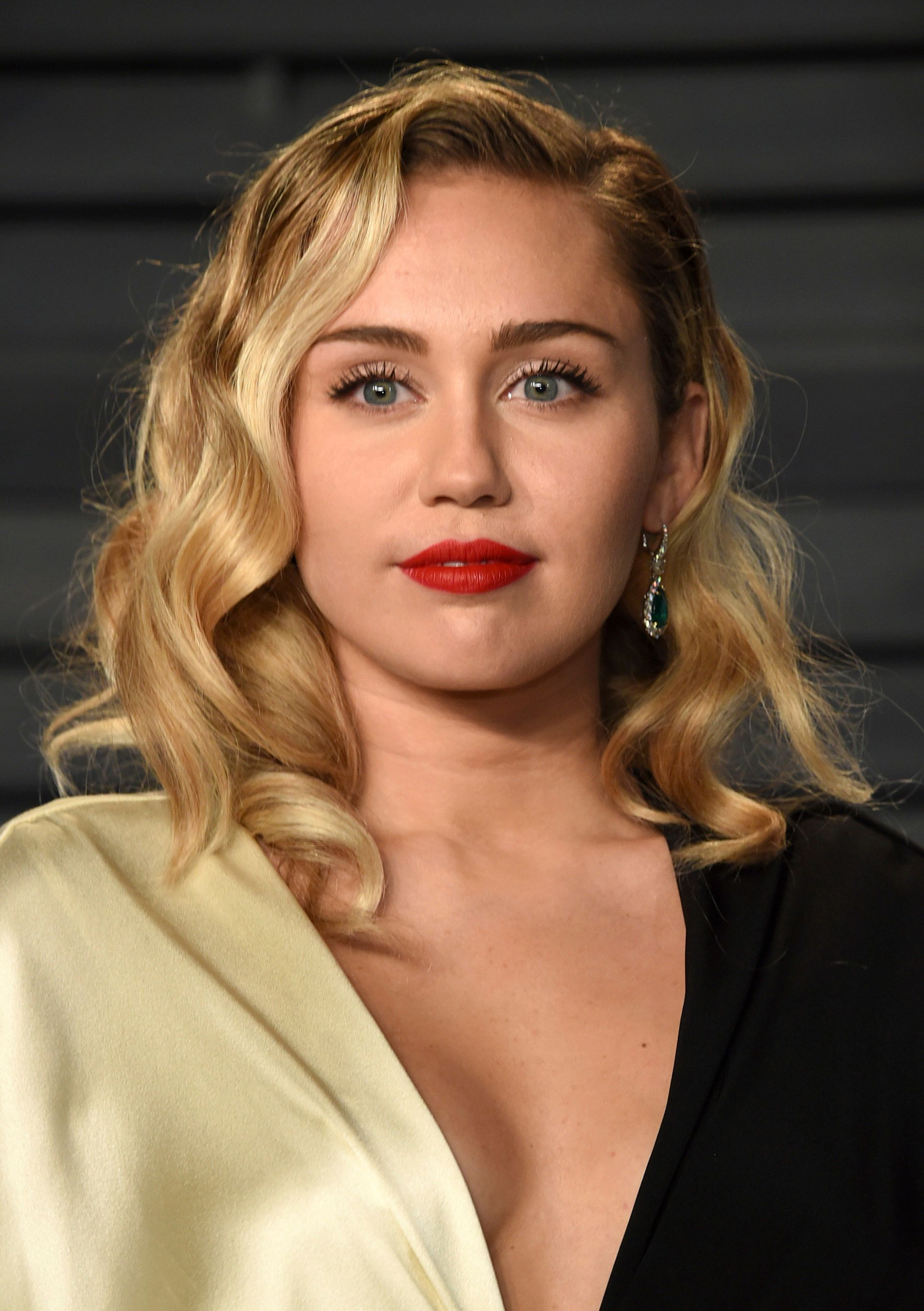 Miley Cyrus arrives at the Vanity Fair Oscar Party on Sunday, March 4, 2018, in Beverly Hills, Calif. (Photo by Evan Agostini/Invision/AP)