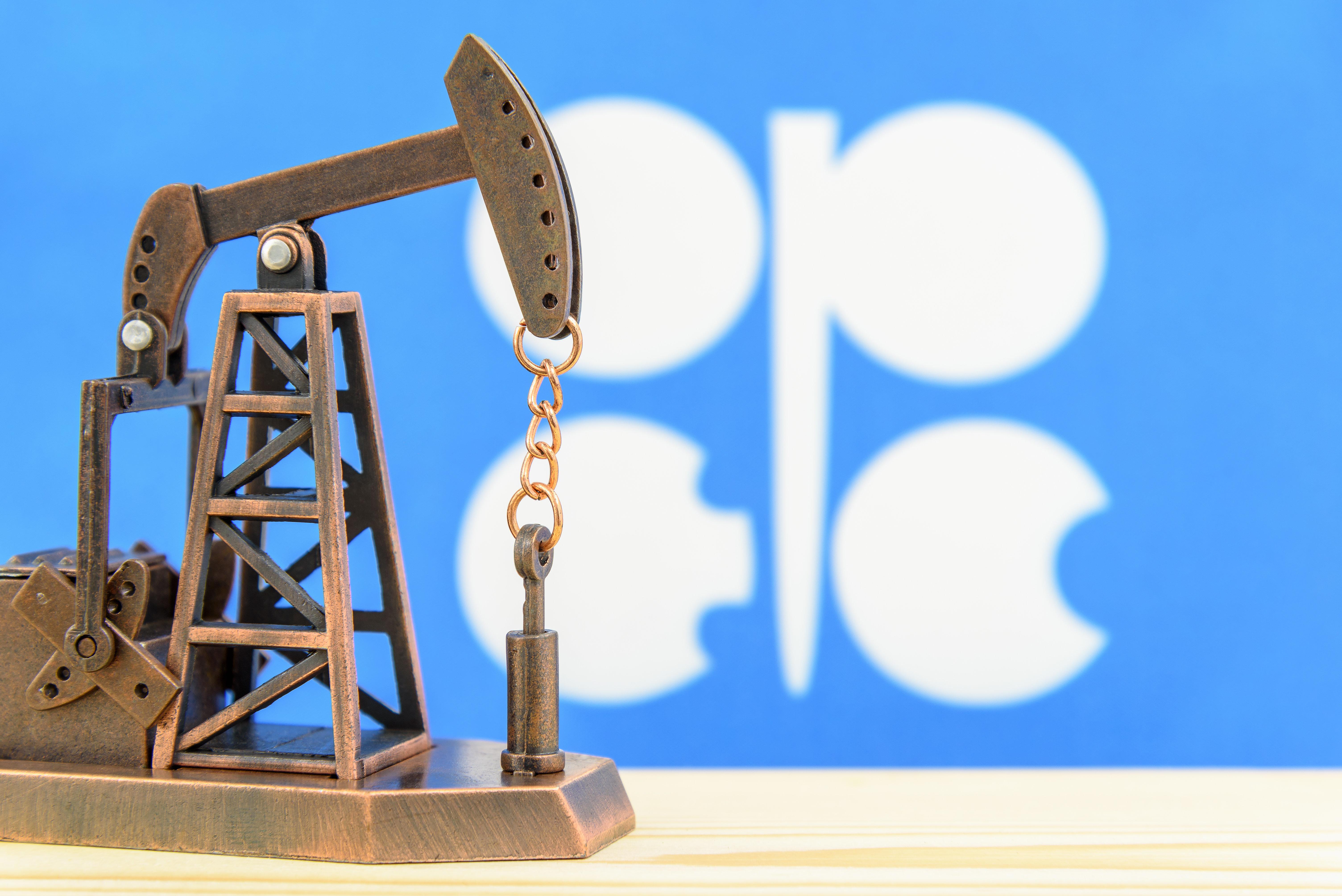 Le pétrole remonte, l'Arabie saoudite promet des baisses de