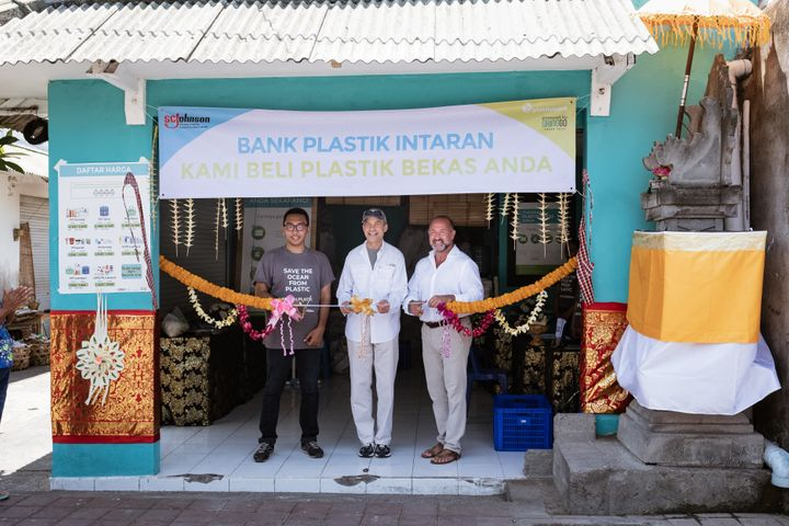 Wisaka Pradipta of Plastic Bank (left), Fisk Johnson, Chairman and CEO of SC Johnson (center), and Plastic Bank Founder and C