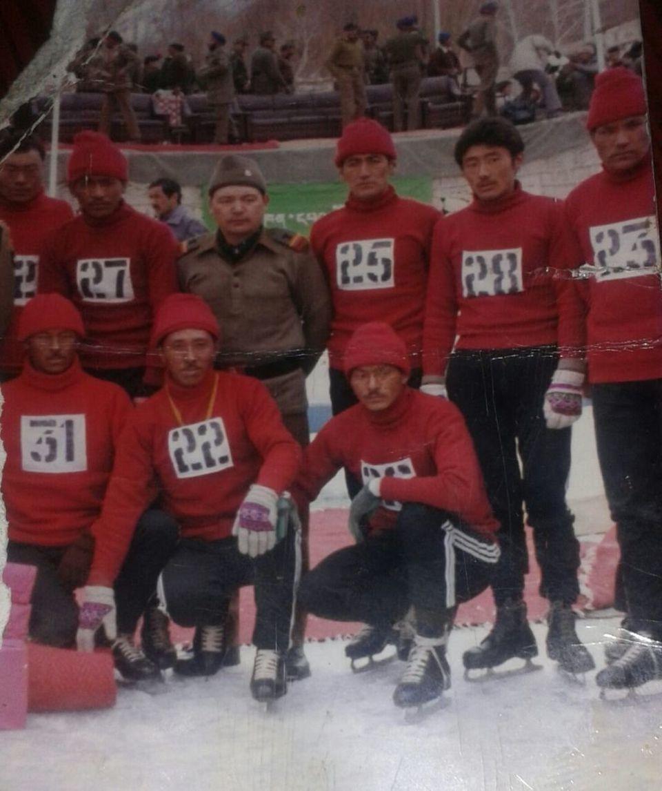 라다크 아이스하키 선수들을 위한 최초의 수업 당시 찍은