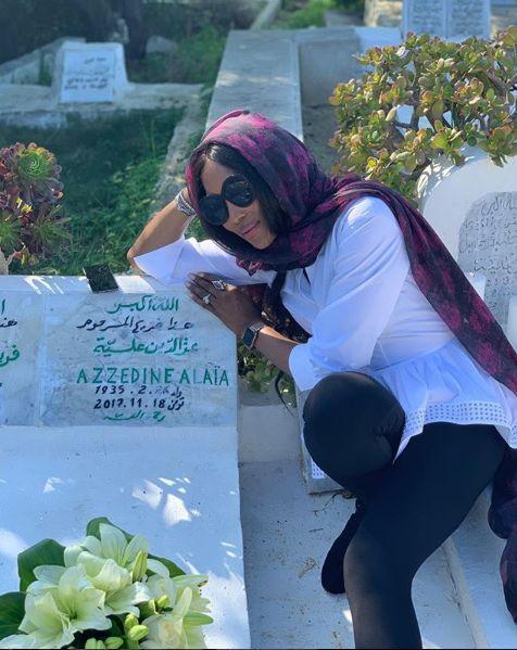 Depuis Tunis, Naomi Campbell rend un vibrant hommage à Azzedine Alaïa, près d'un an après sa