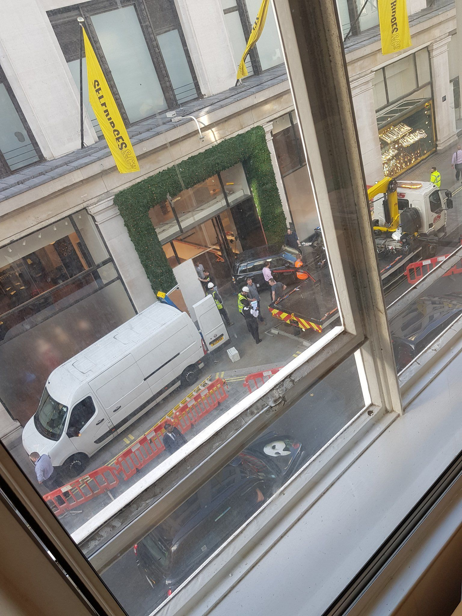 Mini Smashed Into Oxford Street Selfridges In Smash-And-Grab
