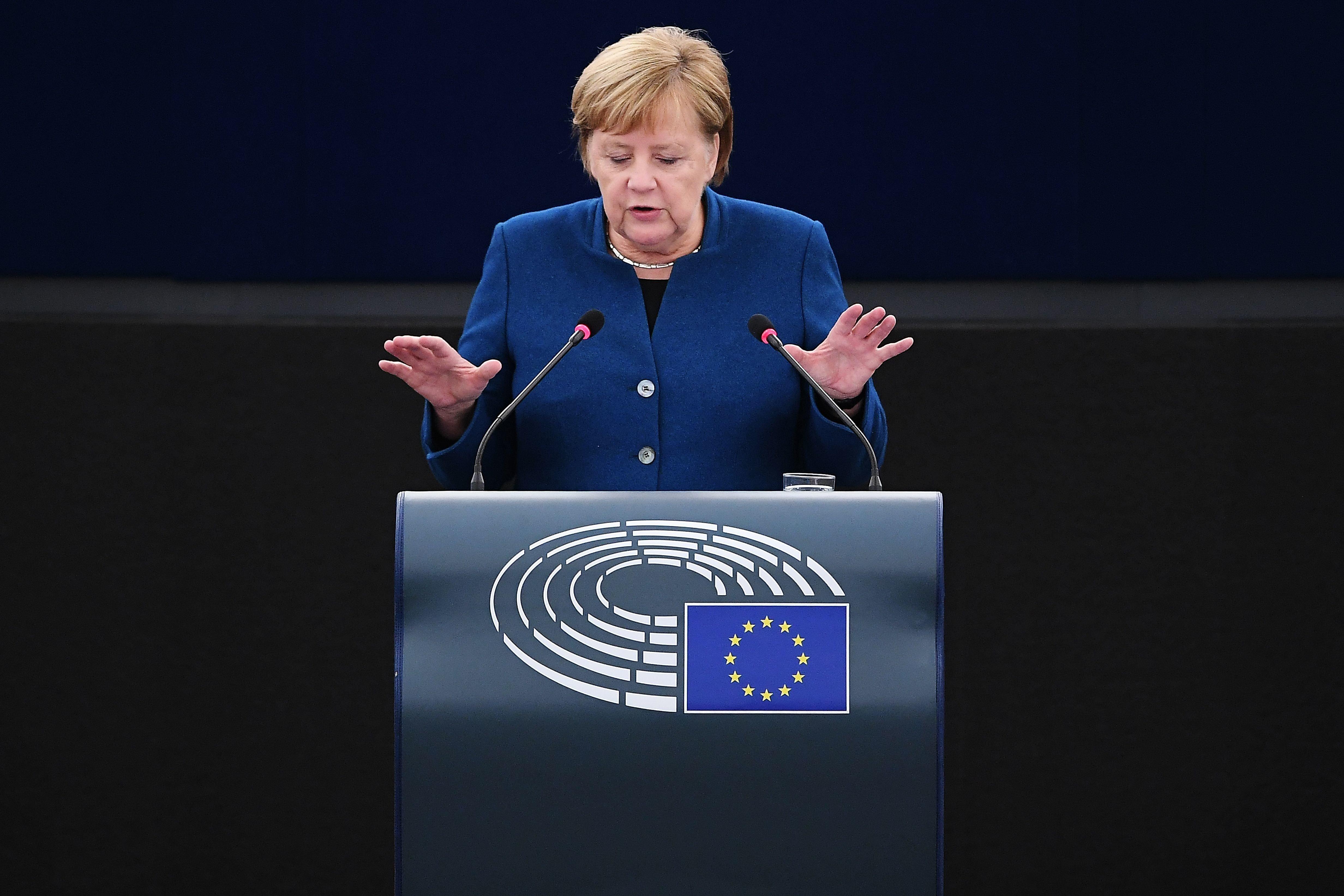Merkel gesteht im EU-Parlament Fehler in der Flüchtlingspolitik ein: