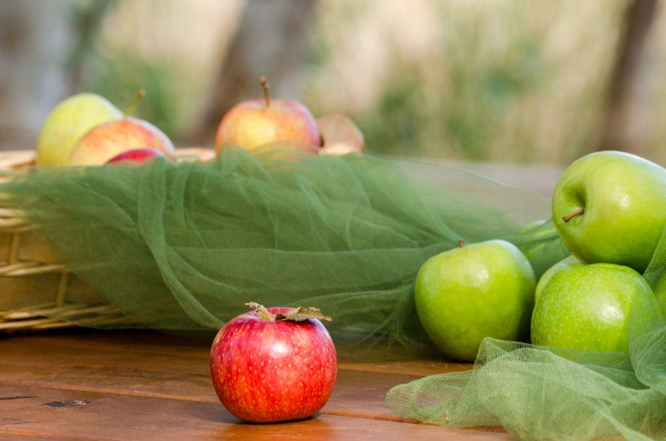 Αφράτη μηλόπιτα με καραμελωμένα μήλα και