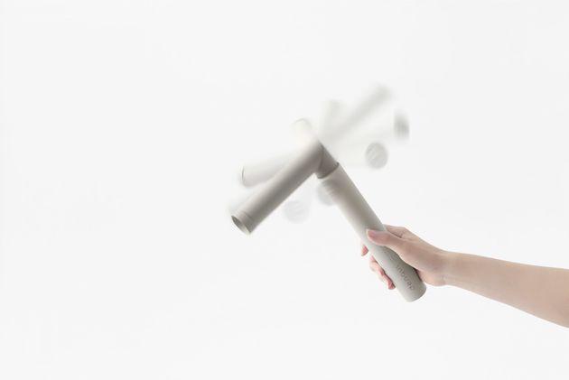 일본의 한 회사는 '손으로 돌려서 충전하는' 보조 배터리를
