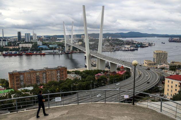 보행자 금지 다리를 건너기 위한 기발한 아이디어가 이 나라에서