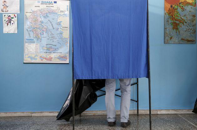 Μπλόφα στην πολιτική τράπουλα η απλή αναλογική στις αυτοδιοικητικές