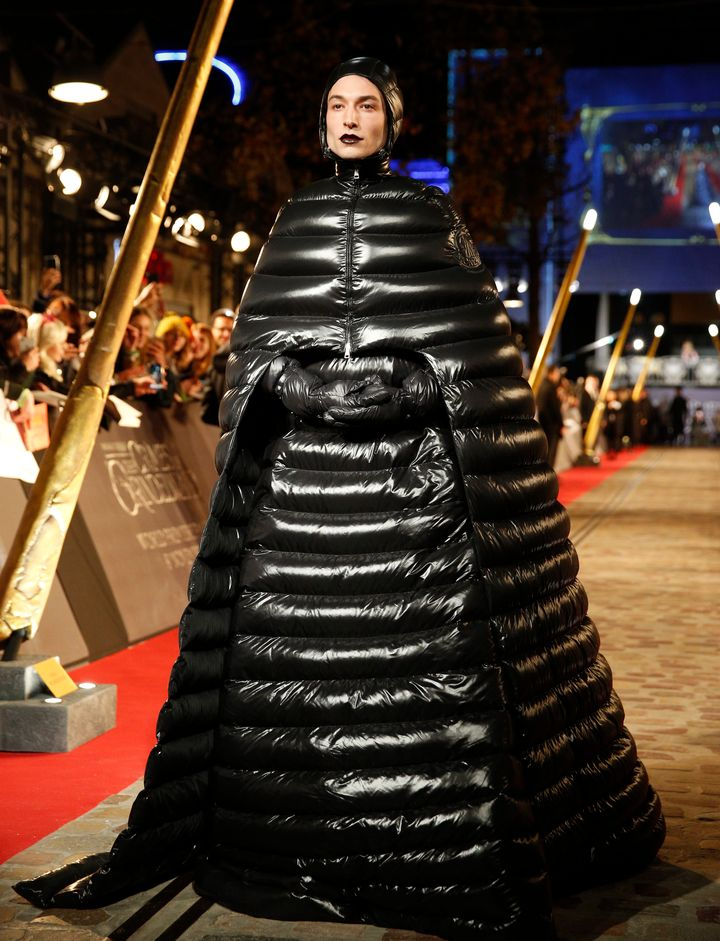 Westlake Legal Group 5bec6df7240000aa025834bf Shailene Woodley Wore An Outrageous, Oversize Sleeping Bag On The Red Carpet