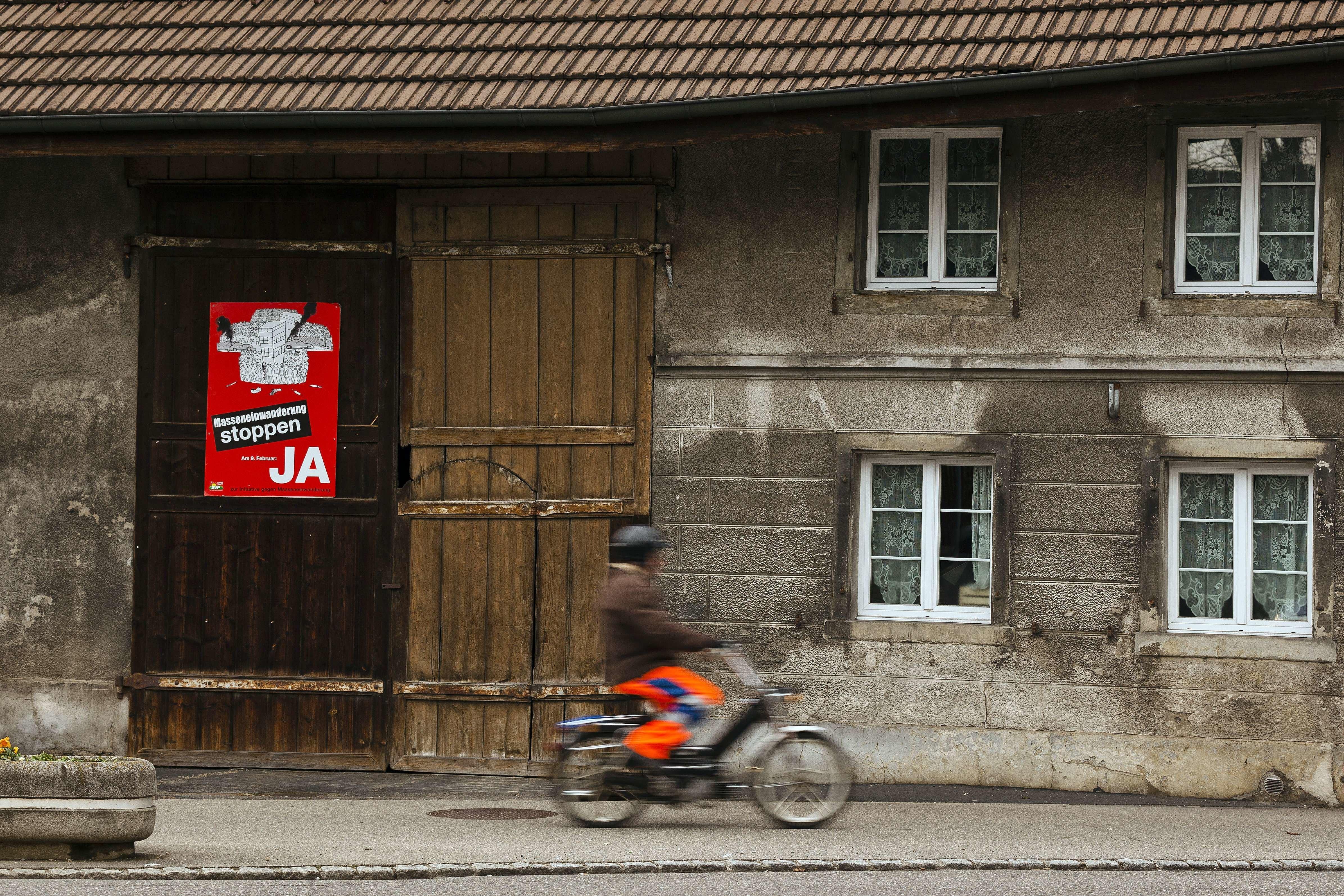 Schweiz: Mann verfolgt Frauen auf Mofa – um ihnen seinen Penis zu