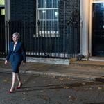 Mays Kabinett zerbröselt: Brexit-Hardliner strebt Misstrauensvotum