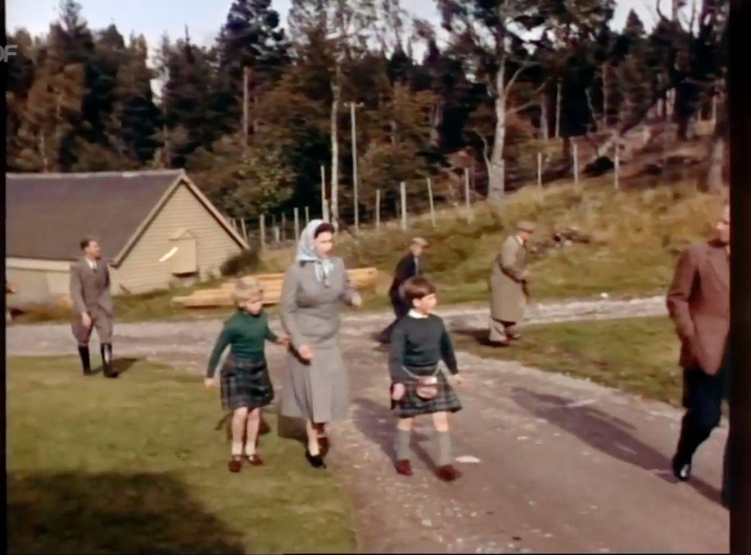 Diese Szene zeigt, wie eiskalt Queen Elizabeth II. zu ihren Kindern