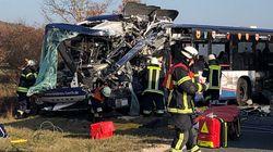 Bayern: Schulbusse krachen frontal zusammen –mehrere Kinder