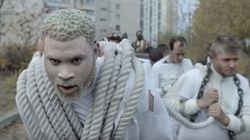 """Damso ose le """"whiteface"""" dans son dernier clip avec"""