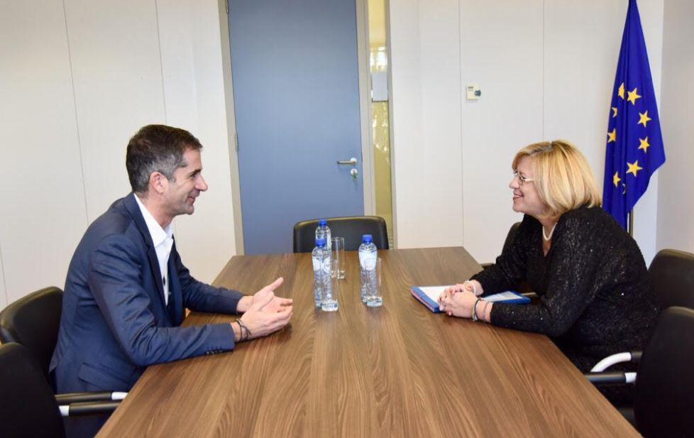Θερμά λόγια από την επίτροπο Κρέτσου για τον Κώστα Μπακογιάννη σε συνάντηση για το ΕΣΠΑ