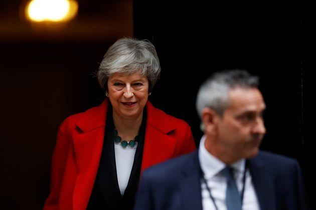 테레사 메이 영국 총리가 의사당으로 향하기 위해 집무실을 나서는 모습. 2018년