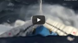 Βίντεο: «Μάχη» με τα κύματα στις Κυκλάδες από το