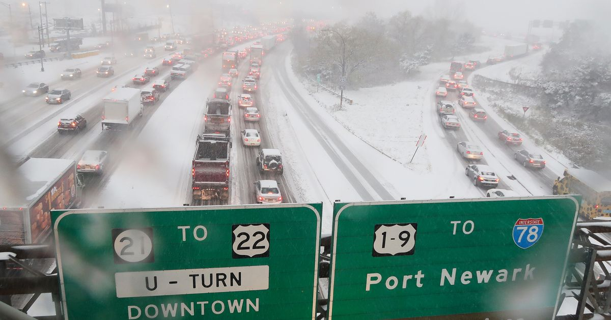 COMMUTE FROM HELL: Snowstorm Cripples NYC Area With 10-Hour Traffic Nightmare thumbnail