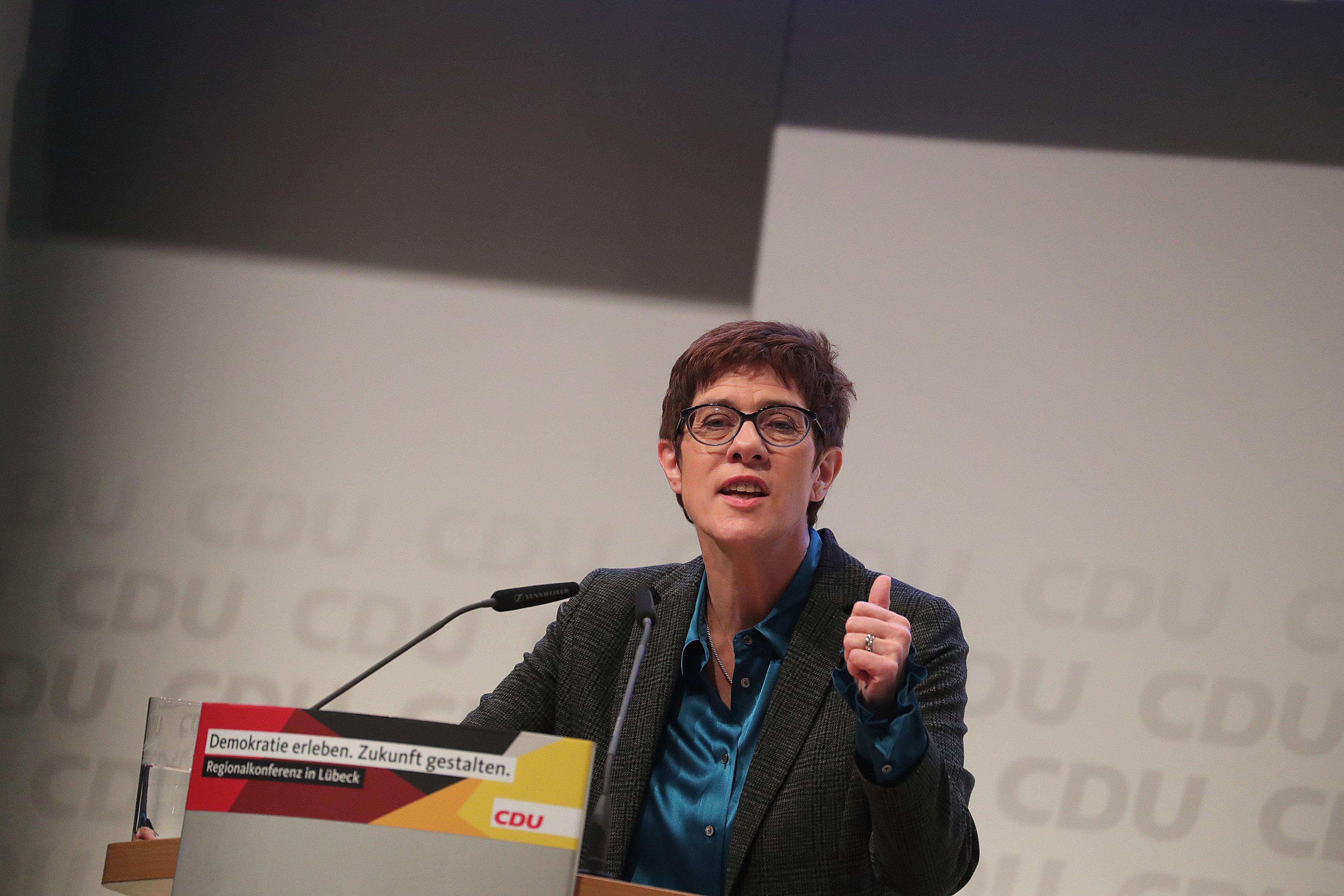 Kampf um CDU-Vorsitz: Kramp-Karrenbauer schickt in Interview Warnung an Konkurrent