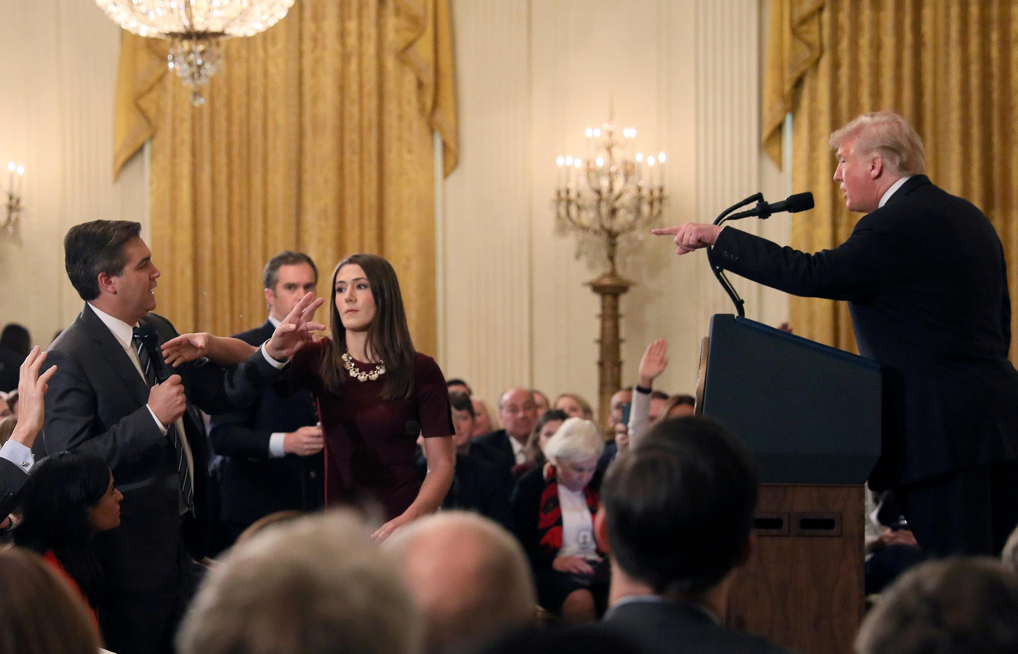 Δικαστική εντολή στον Λευκό Οίκο: Να επιστρέψετε την διαπίστευση στον δημοσιογράφο Τζιμ Ακόστα του CNN