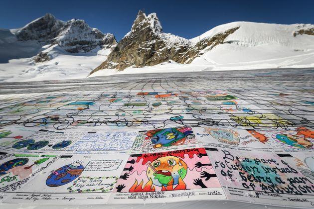 Τα παιδιά γράφουν στον παγετώνα STOP GLOBAL WARMING #